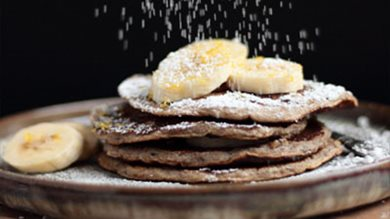 Make the perfect banana & cinnamon pancakes